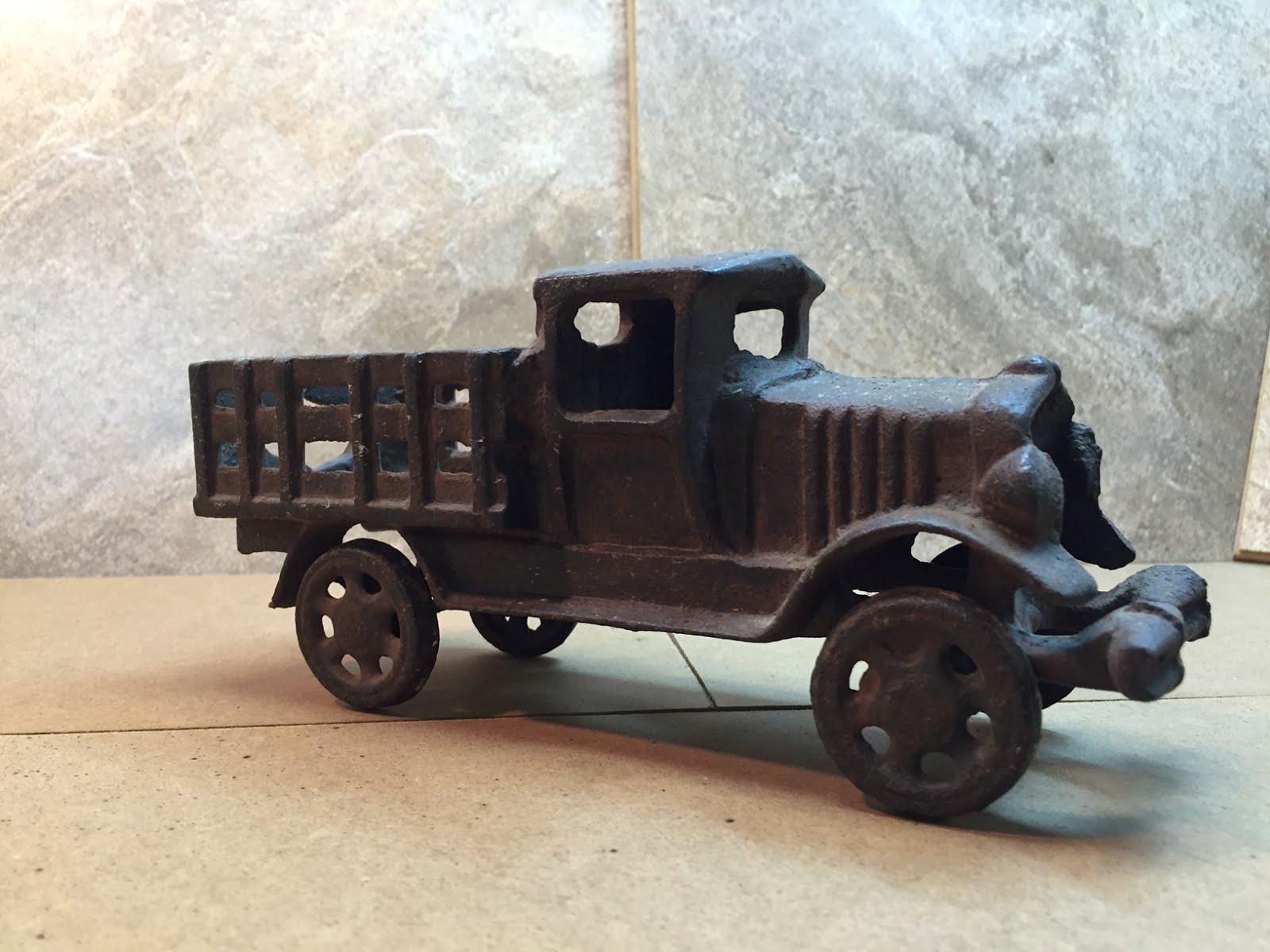 1918 Cast Iron Truck ~