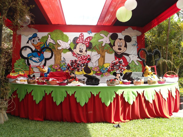 DECORACION DE MINNIE MOUSE Y MICKEY MOUSE EN FIESTA INFANTIL