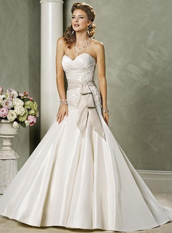 Model gaun pengantin modern strapless sash