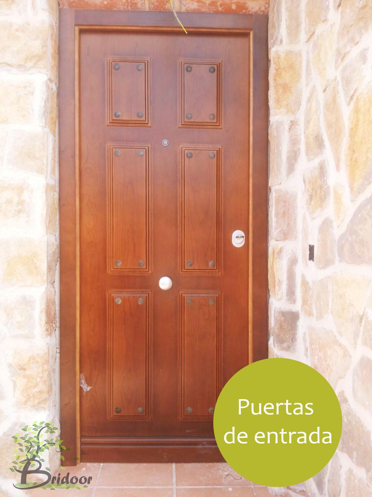 Bridoor s l puerta de entrada roble en soto del real for Modelos de puertas de madera modernas