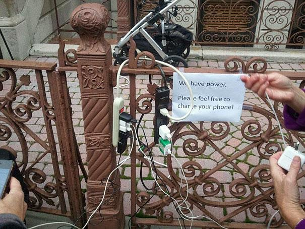 13 beautiful acts of kindness that left me teary-eyed - when hurricane sandy hit the east coast many people were without electricity
