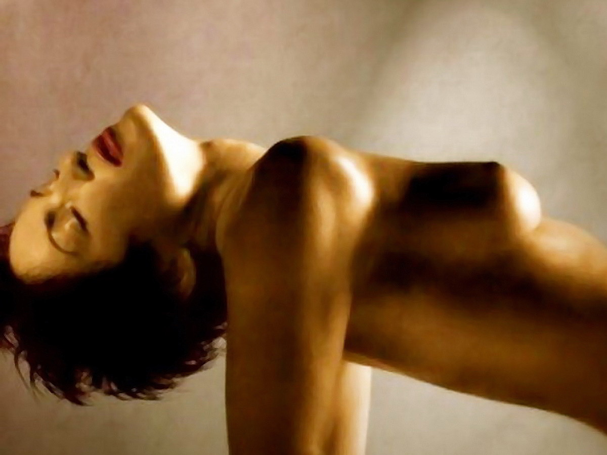 http://1.bp.blogspot.com/-2W-OO1VnMyY/T202btOv_-I/AAAAAAAAAsk/0UGnU0wbvZs/s1600/Mariska+Hargitay+nude+in+Allure+Look+better+naked.jpg