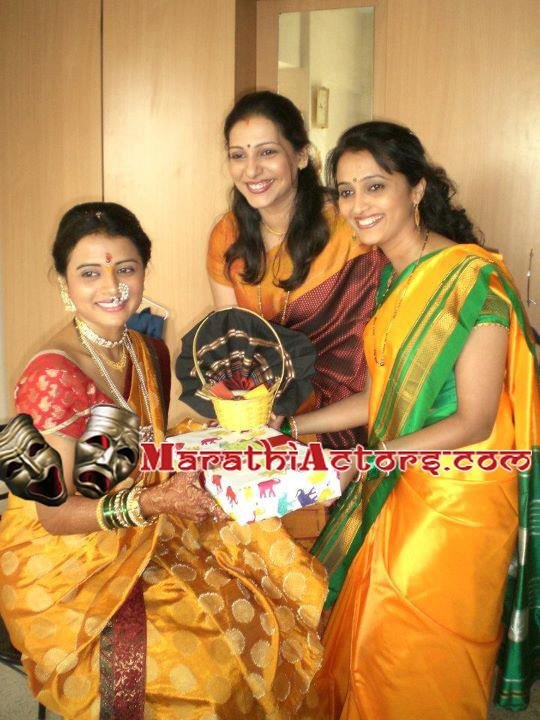 Mukta Barve Marriage http://marathiactors.com/2012/02/bhargavi-chirmuley-wedding-engagement-photos/