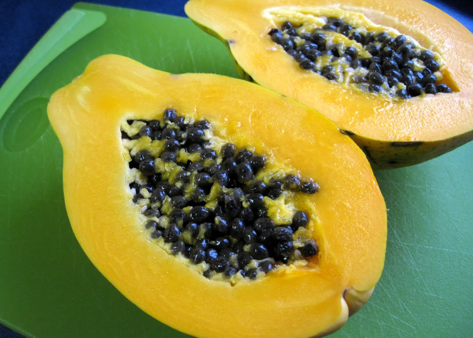 papaya seeds are edible