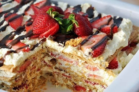 No-Bake Strawberry Icebox Cake is heavenly. It's seriously no bake ...