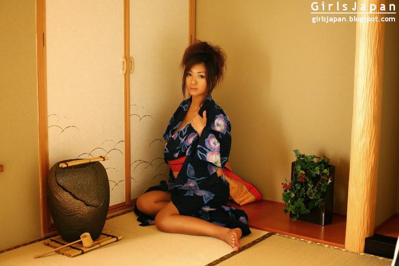 Kana Tsugihara Hot Japanese Kimono Photos