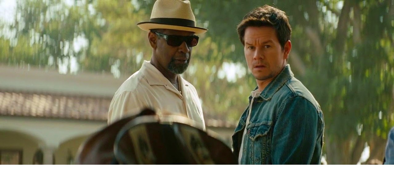 Denzel Washington and Mark Wahlberg in a scene of 2 guns by oceans movie reviews