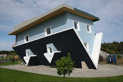http://mydetik.blogspot.com/2011/06/foto-rumah-dengan-design-unik.html