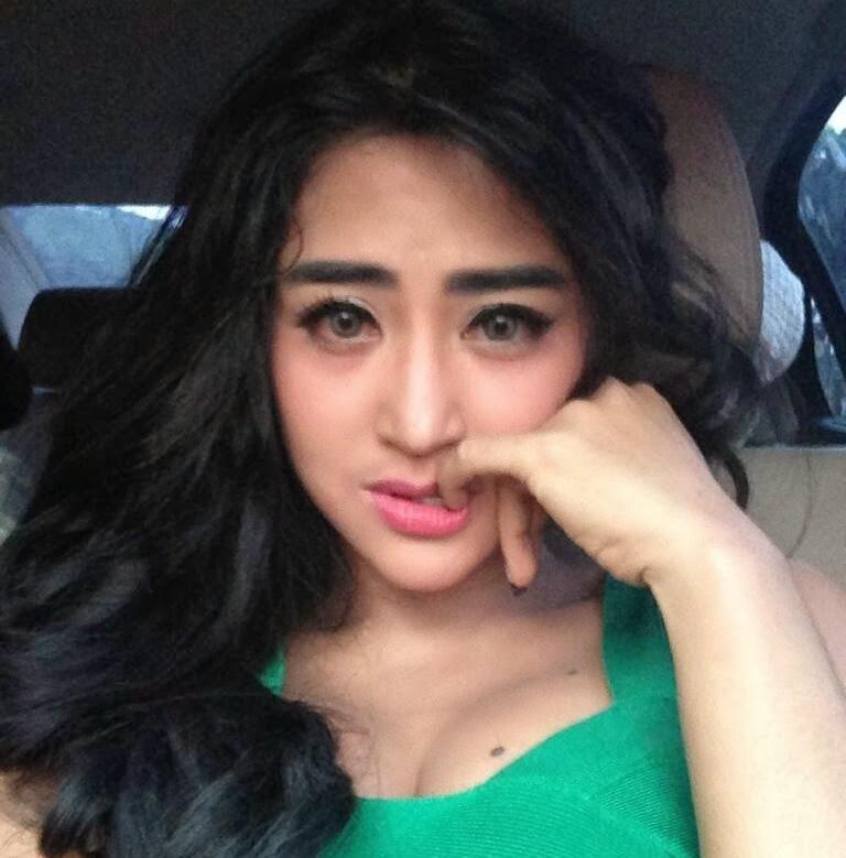 "Syuting ""Dewi Ular Titisan Nyi Blorong"", Dewi Perssik Pastikan Air Matanya Asli, Bukan Buatan"