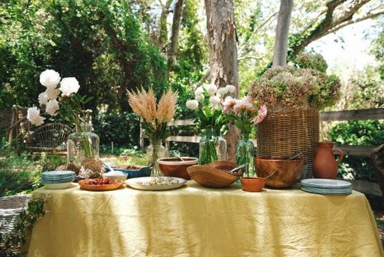 idea_celebración_jardín_mesa_amigas_buffet_tipi_decoracion_hortensias