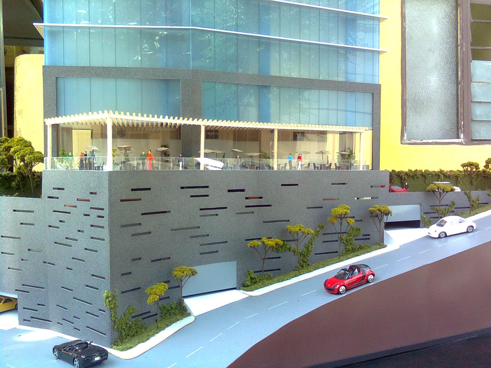 Maqueta de edificio de oficinas y plaza comercial for Edificio oficinas