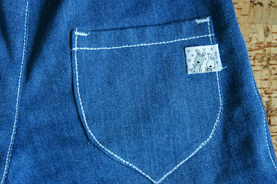 Детские джинсы с отделкой тройной строчкой