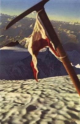 Foto del piolet de Herman Buhl en la cima del Nanga Parbat.