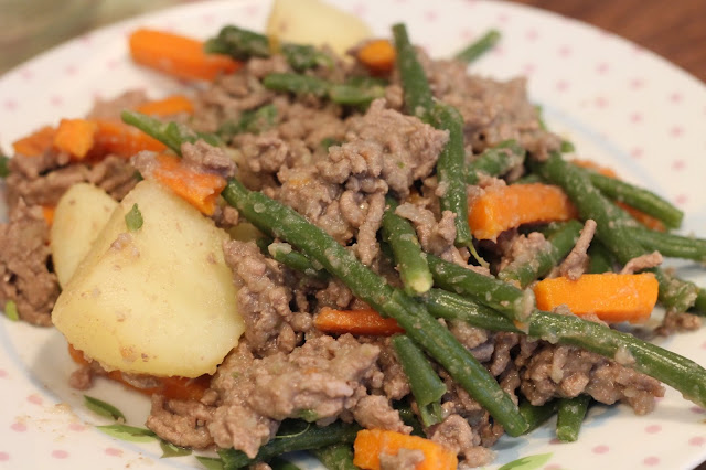 beef mince, potatoes, carrots, green beans and syn free gravy