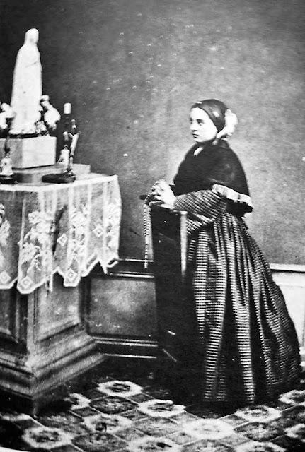 Santa Bernadette em foto de 18 outubro de 1864