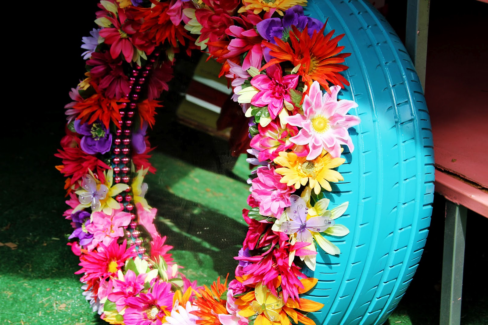 Tracyville good junk the junk gypsies - Painted tires for flowers ...