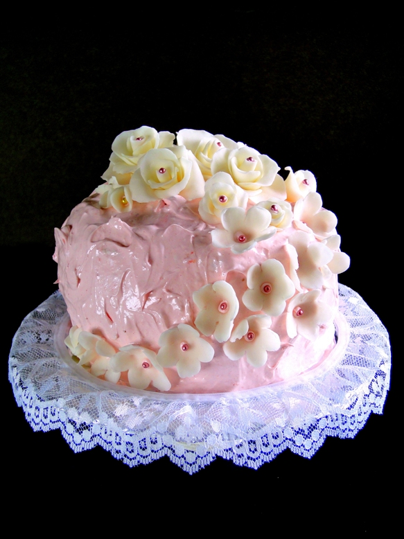 ... caking adventures: Fondant Roses and Strawberry Marshmallow Frosting