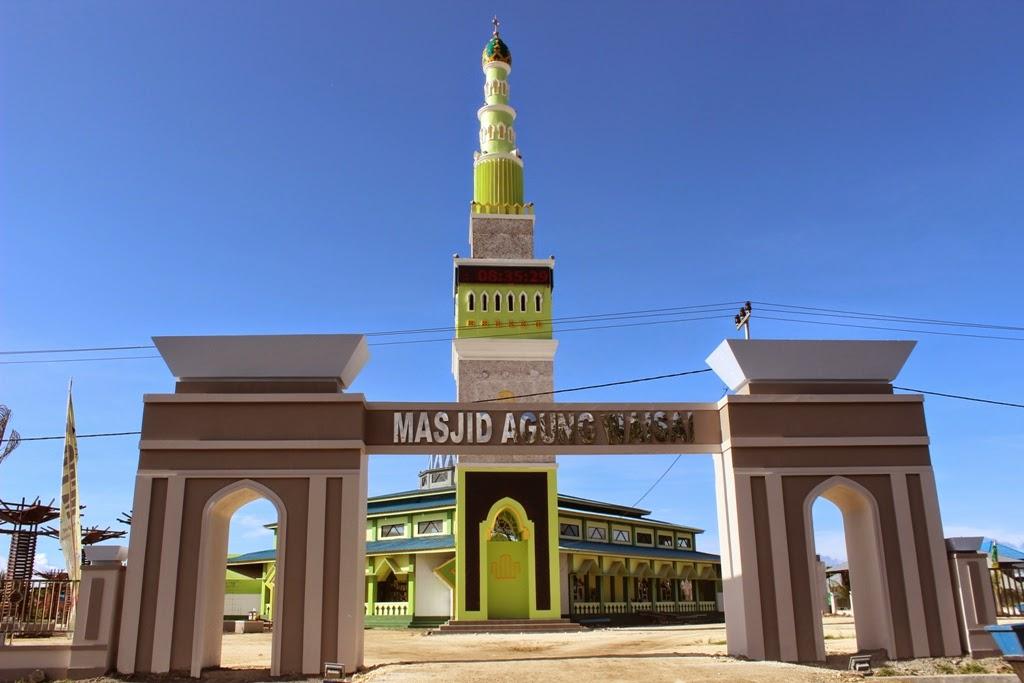 pesona masjid agung kota waisai kabupaten raja ampat