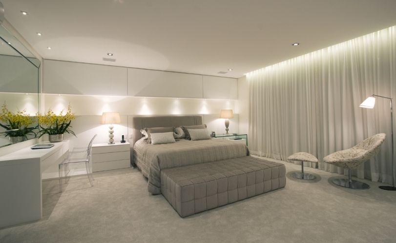 Como Decorar Um Quarto Casal Moderno ~ Destaque para um grande nicho em marcenaria com ilumina??o embutida