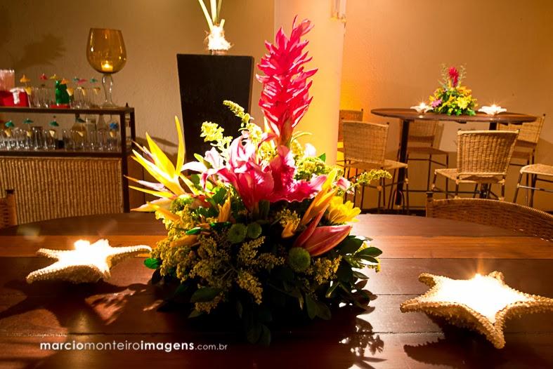 arranjo floral colorido, estrela do mar, vela, decoração, thiago calil