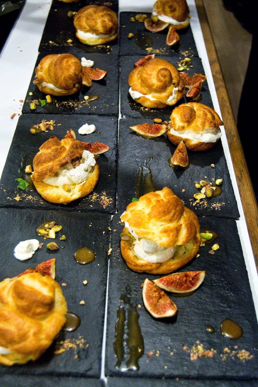 Atuty - krótki kurs kuchni francuskiej - ptysie z pistacjami i sosem karmelowym