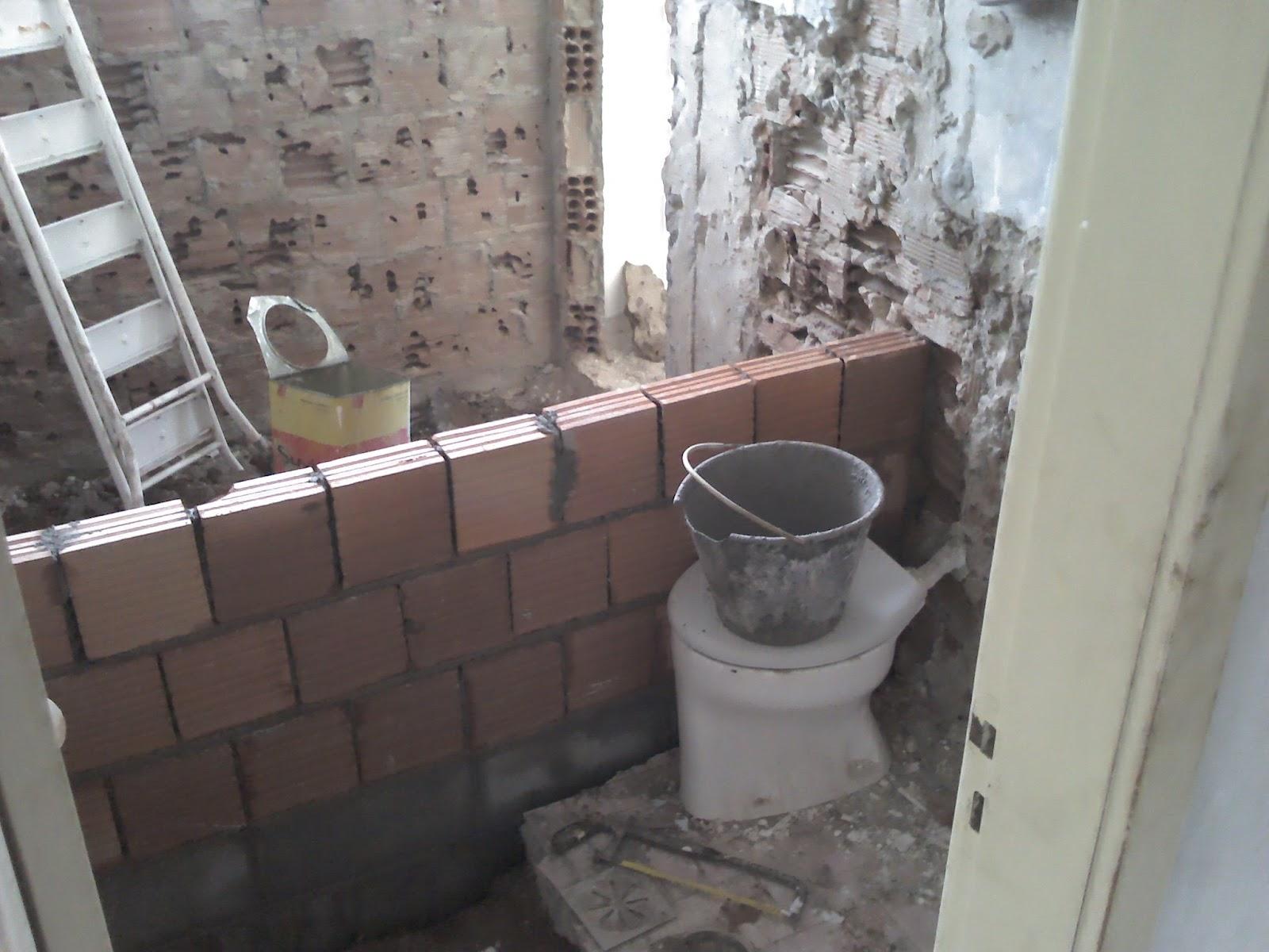 Reforma do Banheiro de 5m² (o durante) Um dia no Apê (a reforma)! #726259 1600 1200