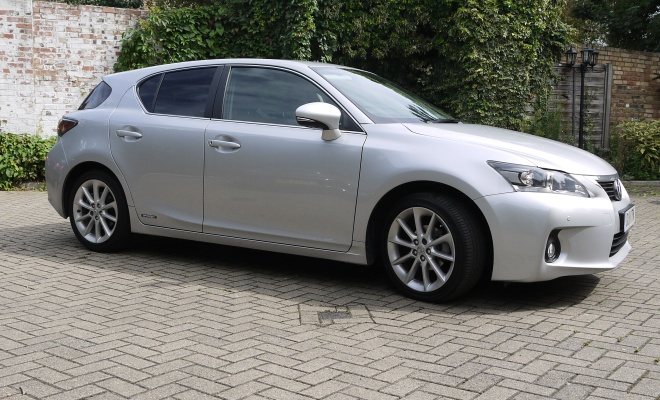 Lexus CT 200h side view