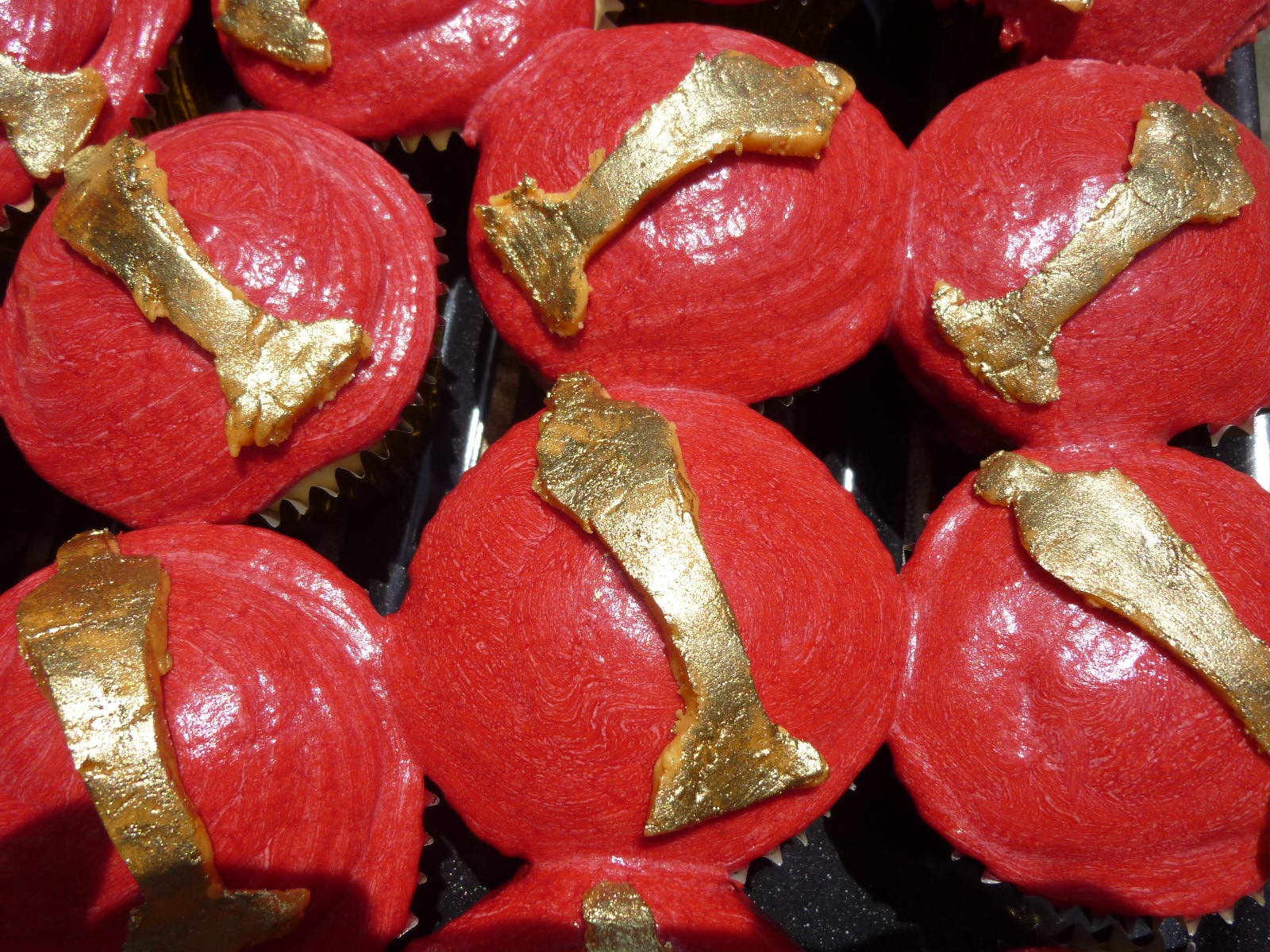 Chocolate Oscar Party Favors additionally Oscar Cupcakes And Hollywood Walk Of additionally Oscar Cupcakes And Hollywood Walk Of furthermore Oscar Award Cookies together with Hollywood Red Carpet Theme. on oscar award party cupcakes and cookies