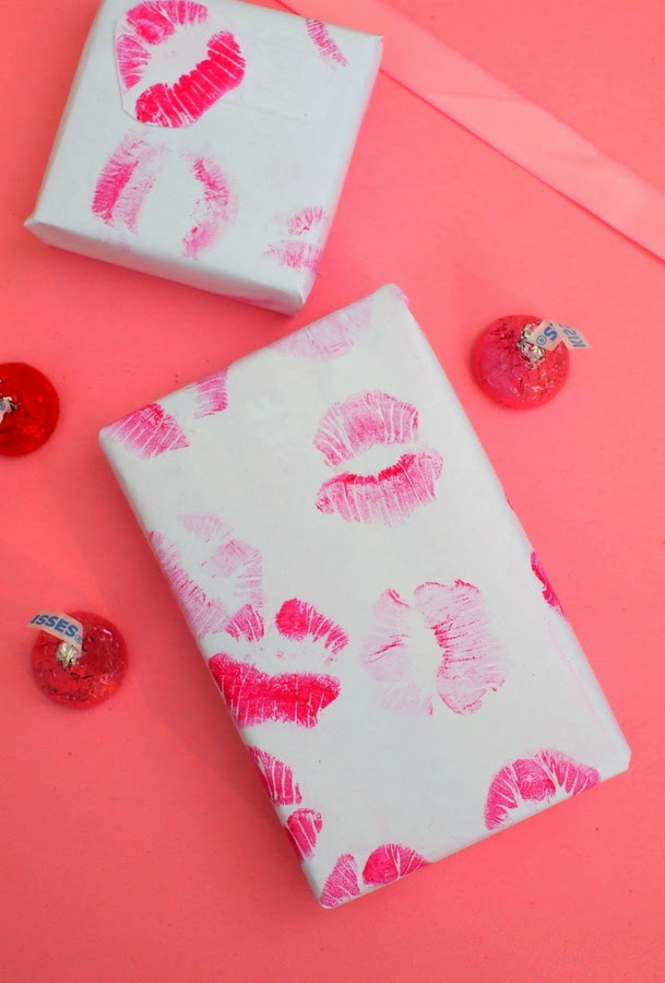 DIY Kiss Wrapping paper- fun kids Valentine's Day craft