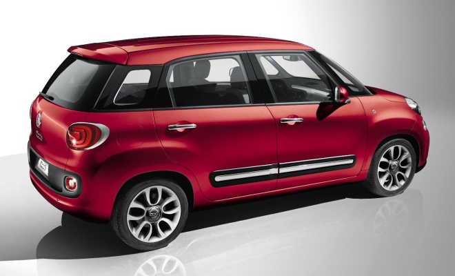 Fiat 500L from the side