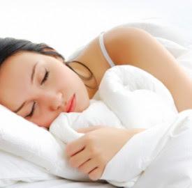 merawat wajah di malam hari, wajah cantik di malam hari, wajah cantik dan sehat saat tidur, cara merawat wajah di malam hari, kesehatan wajah di malam hari