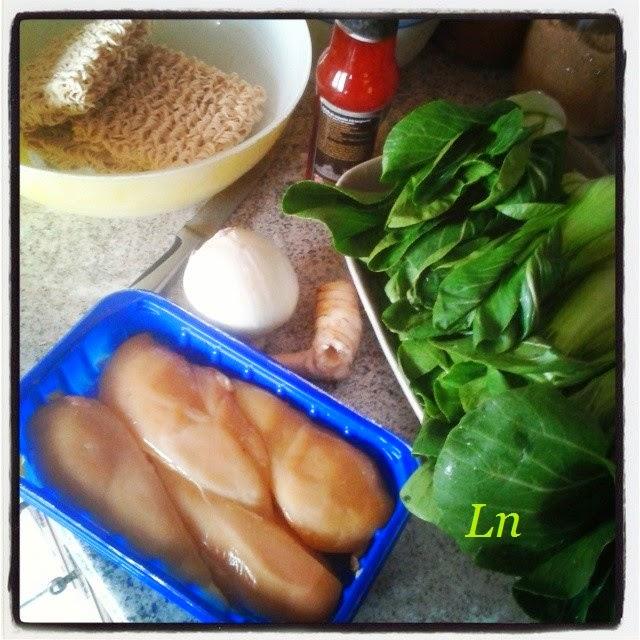 Keskonmangemaman poulet saut au galanga et nouilles - Cuisson pak choi ...