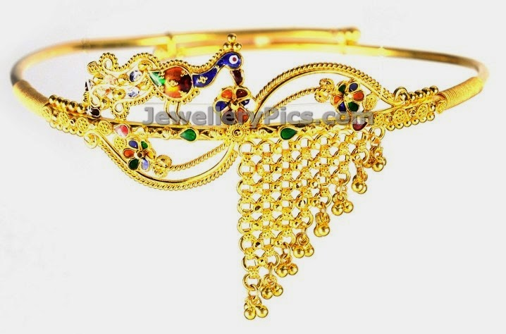 asymmetric armlet in gold
