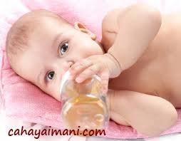 Perlukah Bayi Minum Air Putih/Mineral?