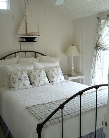 9 cozy beach cottage bedrooms completely coastal for Cottage bedroom ideas