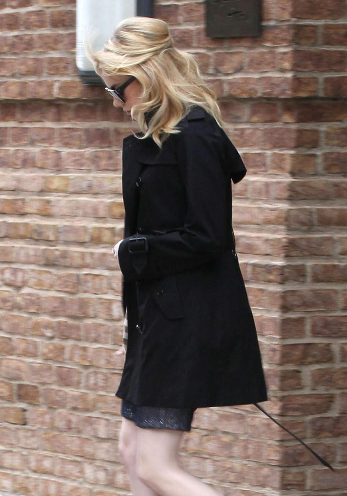 http://1.bp.blogspot.com/-2ZTq4jOo-LA/T-3IJiTTLBI/AAAAAAAAHxA/_wAZgb5dGcs/s1600/Emma+Stone+Candids+-+Leaving+Her+Hotel+In+New+York+02.jpg