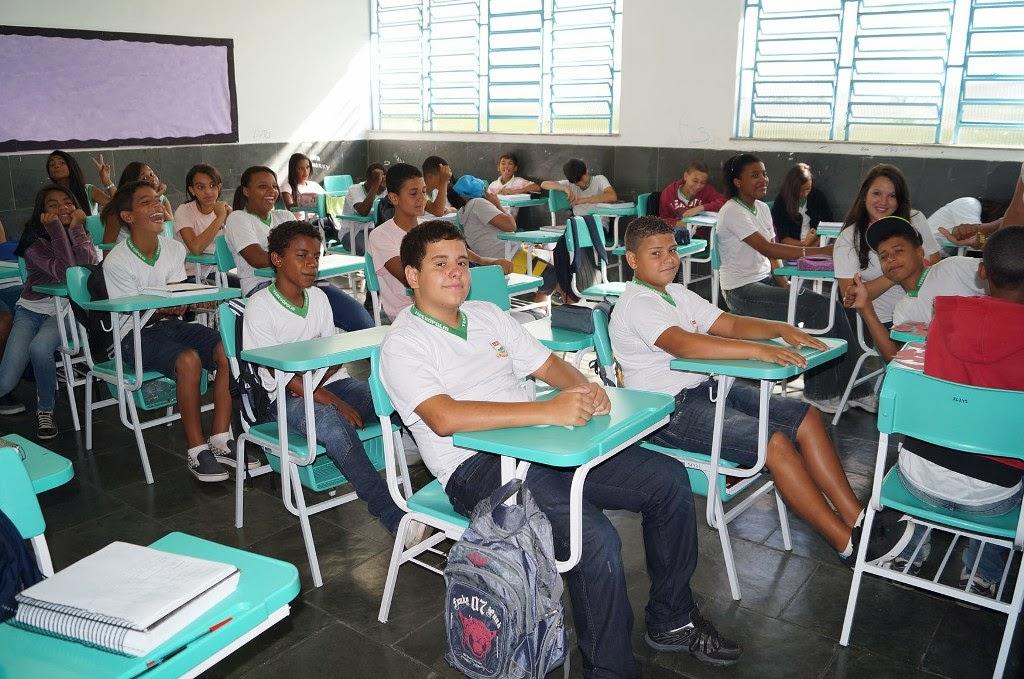 Novo mobiliário faz sucesso entre os alunos e dá uma nova cara às salas de aula