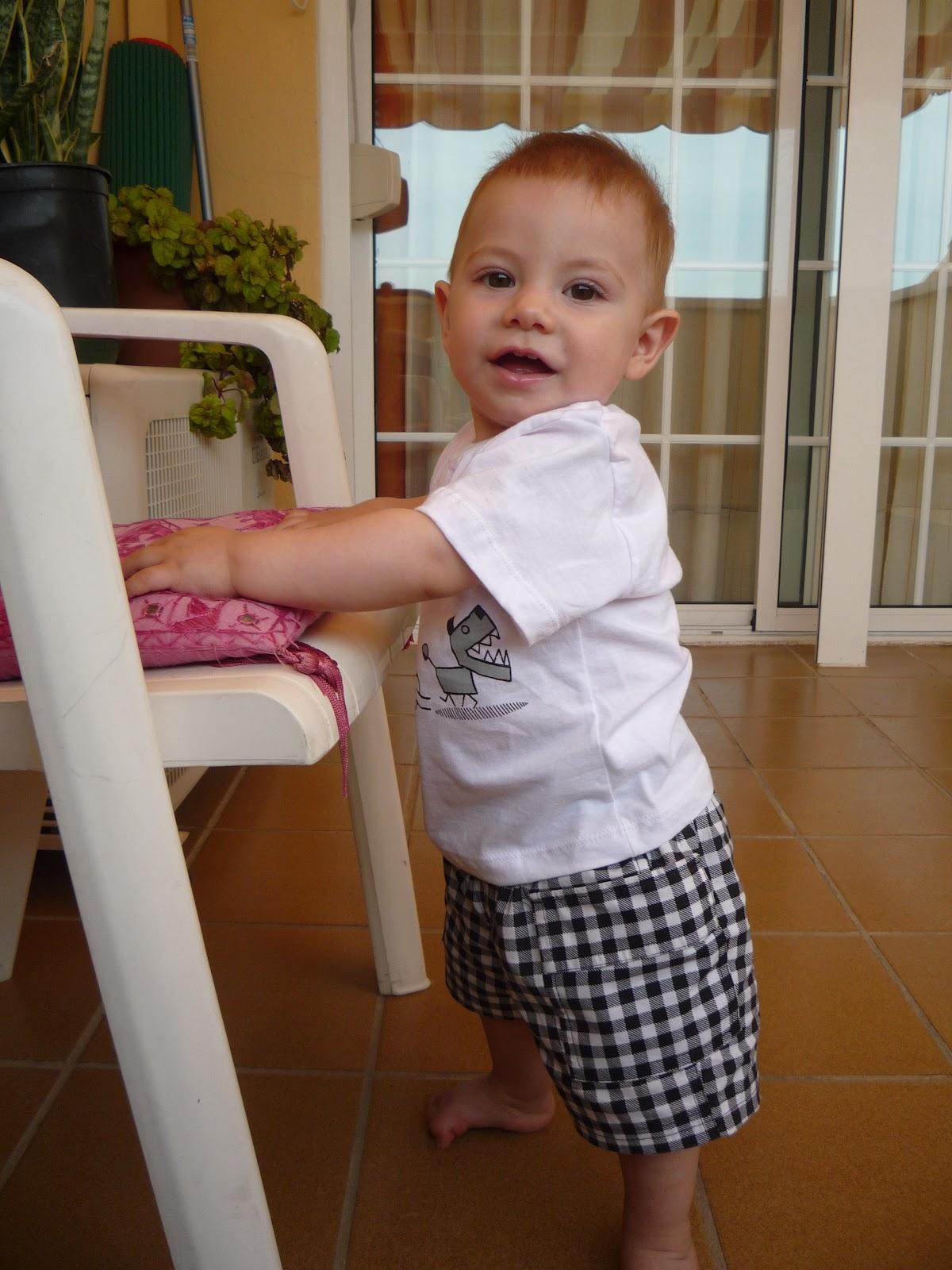 Jugando en familia creando v nculos pr cticas desaconsejadas hacer andar a un beb - Con cuantos meses se sienta un bebe ...