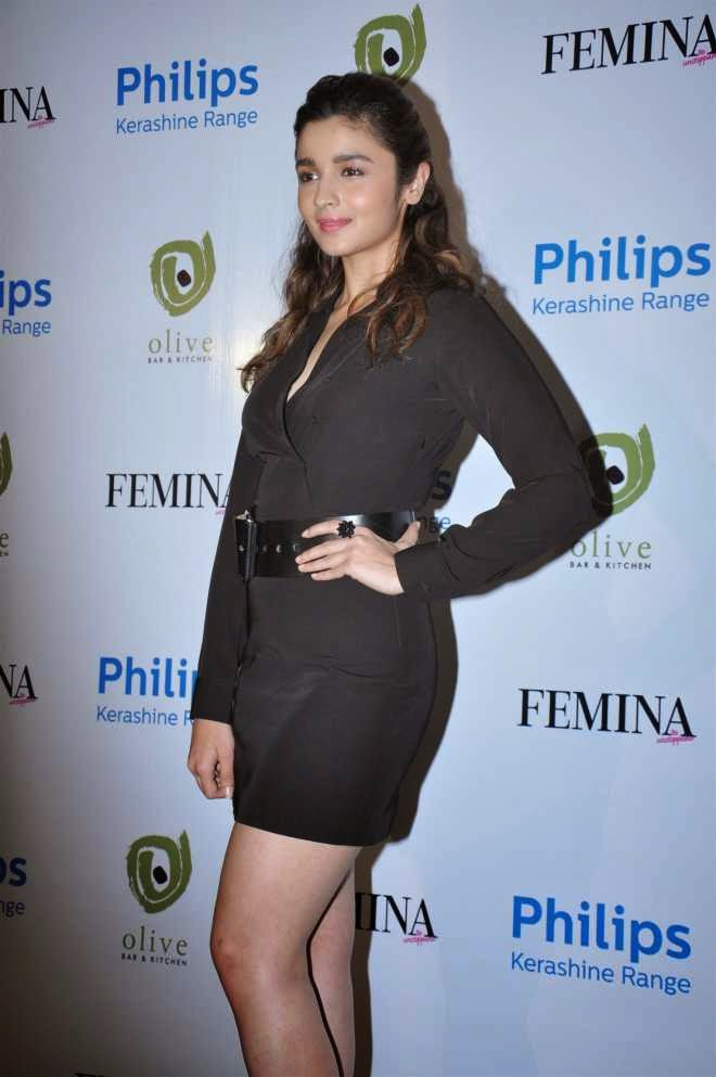 alia bhatt hot mini skirt photo