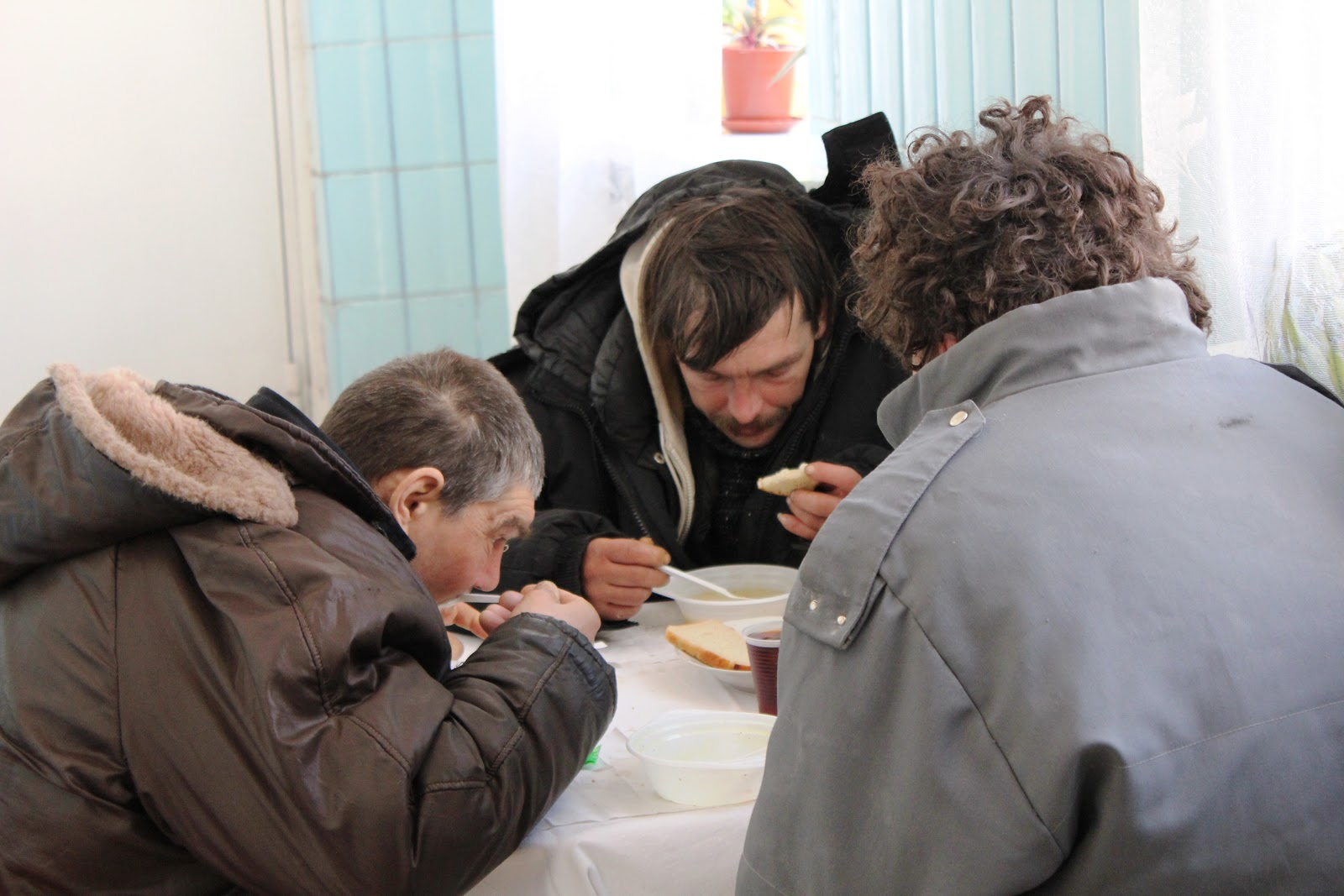 photo essay on our red cross to northern ukraine yesterday homeless men enjoying a hot meal at a red cross centre in chernigiv ukraine while food and hot drinks are provided using emergency funds released by ifrc