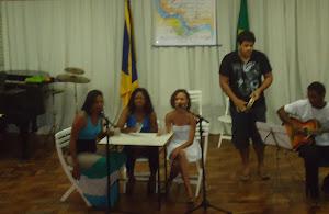 Renara  Lú (voz), Nayara Cerqueira (voz), Gleides Lelis (voz)
