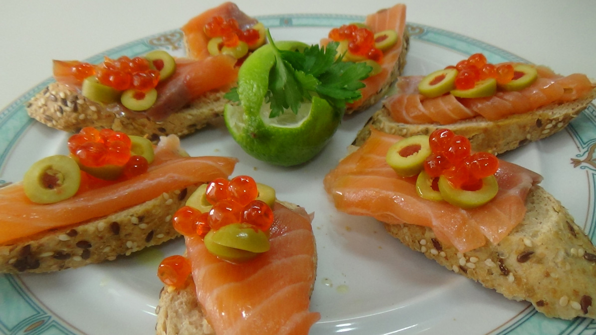 tapas de salmon con alcaparras