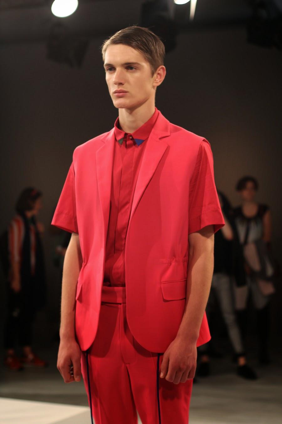 ivan man mercedes benz fashion week  roter anzug