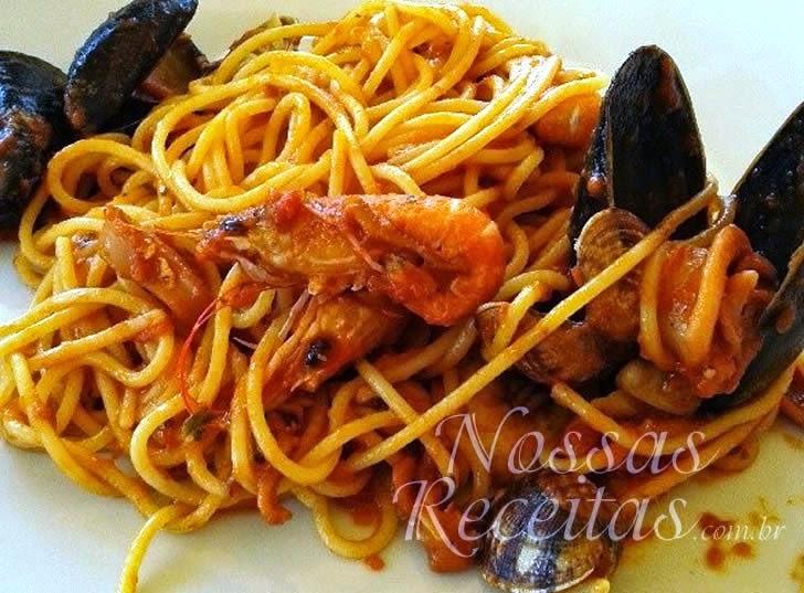 Receita de Macarrão espaguete com frutos do mar