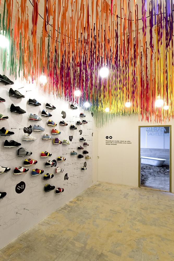 Top Shoe Store Interior Design 667 x 1000 · 144 kB · jpeg