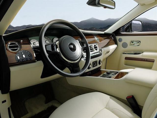 Rolls Royce no Brasil - interior creme