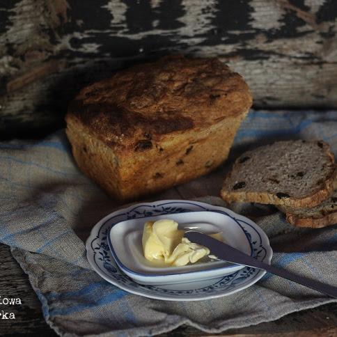 Chleb żytni ze śliwką