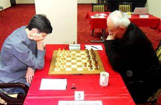 Échecs à Burgas - ronde 5 : Baadur Jobava (2734 - Géorgie) 1-0 Suat Atalik (2603 - Turquie) © site officiel
