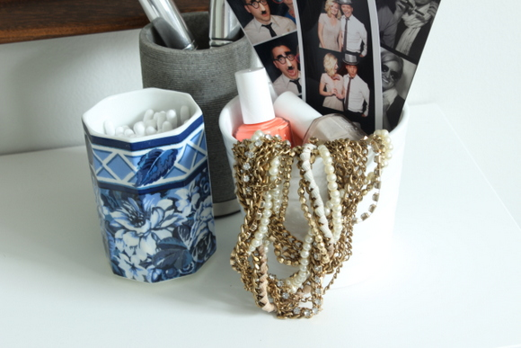 A few key items help spruce up the vanity