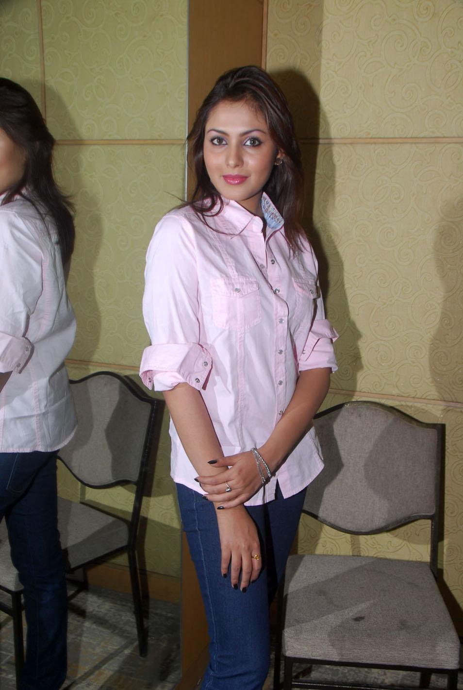 Madhu Shalini Hot Sex Ele madhu shalini in jeans and men's shirtsola con mi desesperaciÓn
